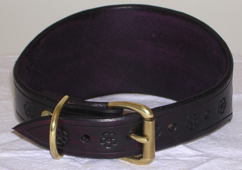 Dog Collars That Go From Wide In Front